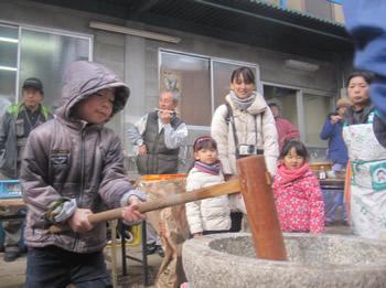 毎年恒例! 能勢農場「もちつき大会」(18.12.9)