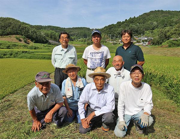 別院協同農場の皆さん(2列目左が梶原さん)