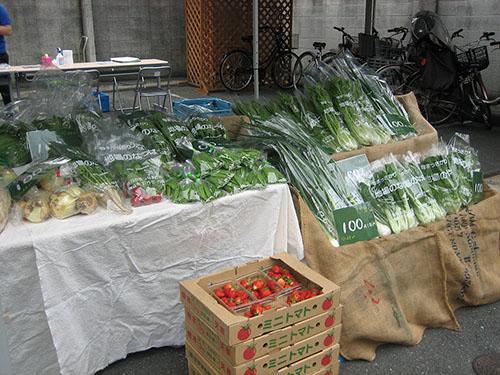 よつばの金曜野菜市風景